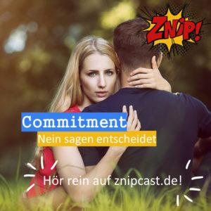 Frau umarmt Mann und guckt starr - Commitment - Nein sagen entscheidet
